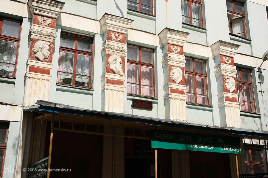 Фасад школы 362 на 7-м проезде Подбельского
