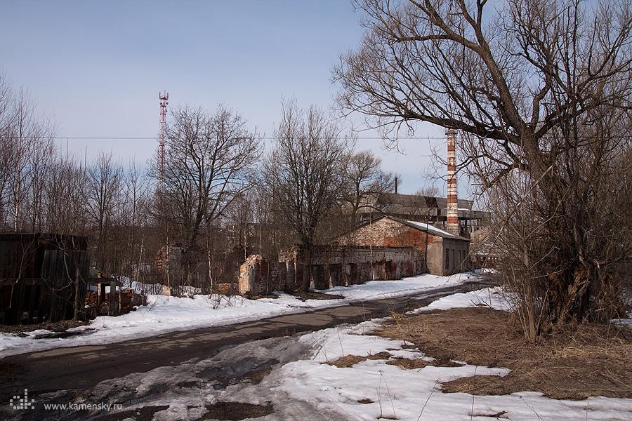 Поселок 1 мая со стекольным заводом