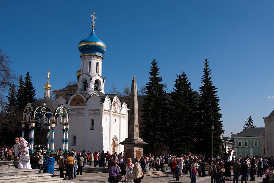 Источник и Духовская церковь, Лавра, Сергиев Посад