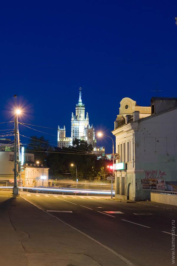 Вечерние фотографии Москвы. Кадашевка, высотка на Котельнической набережной.