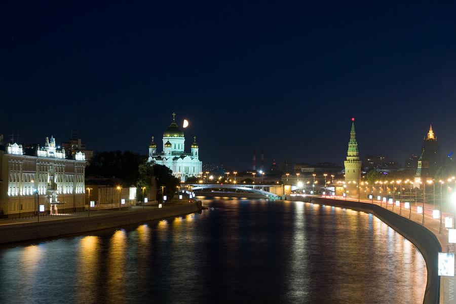 Вечерние фотографии Москвы. Кремлевская набережная. Храм Христа Спасителя