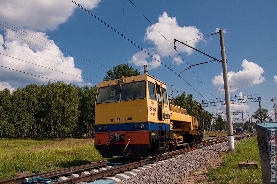 Путевая машина SP93R-001 на подходе к станции Красноармейск