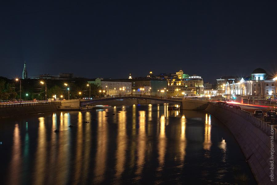 Водоотводный канал Москвы, слева Болотная - справа Кадашевская набережная