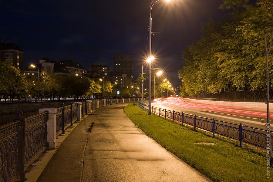 Ночное Лефортово, Ночной поток машин по Лефортовской набережной