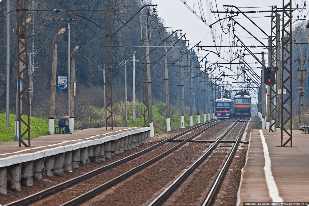 Перегон Софрино - Хотьково, платформа Радонеж,  электровоз ЧС7-086, электропоезд ЭР2Т-7203