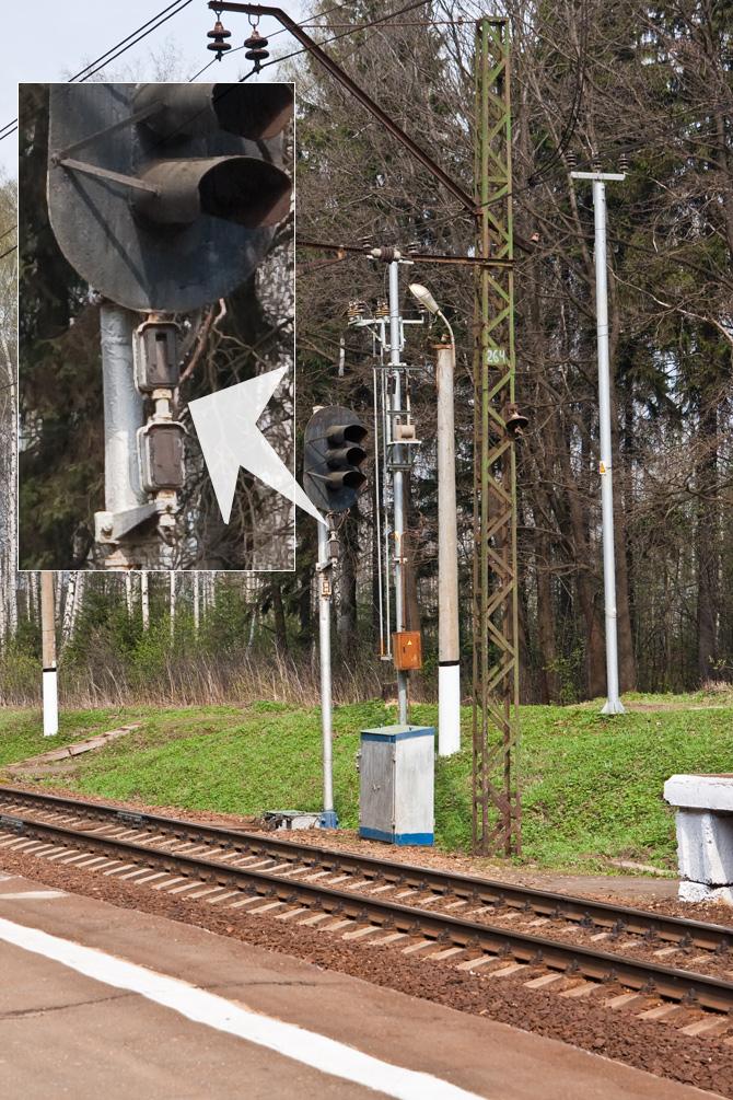 Светофор и стрелки на железной дороге