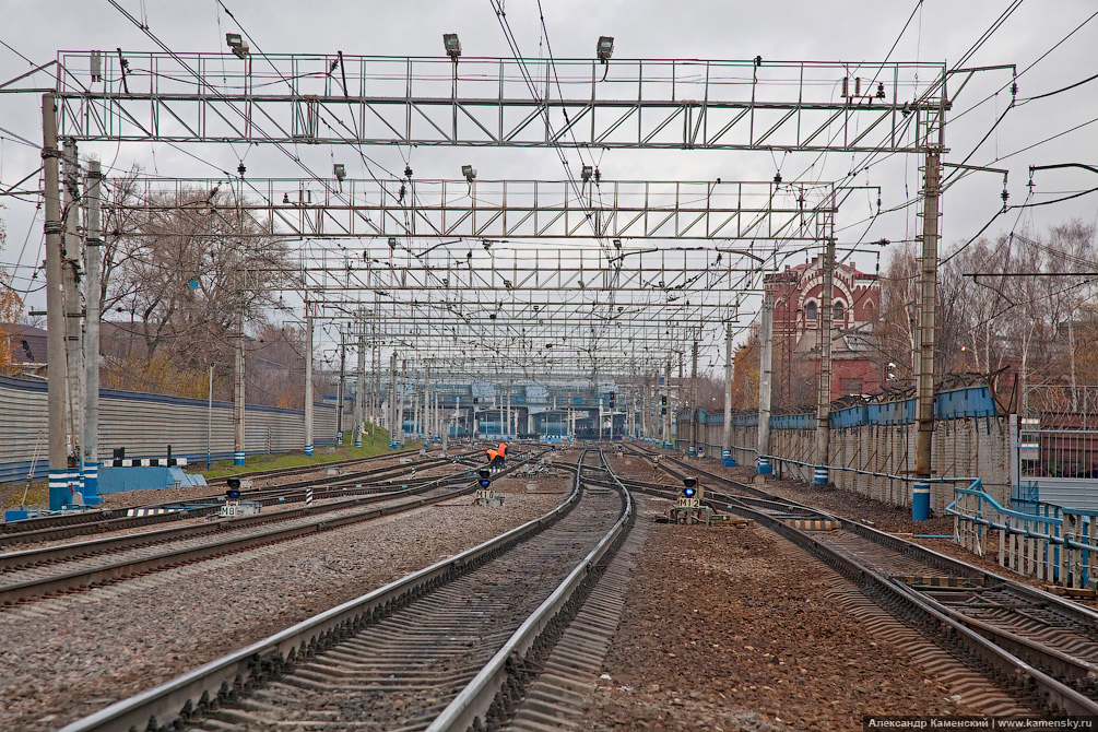 Станция Мытищи, платформа Перловская, пути железнодорожной станции, развязка Мытищи