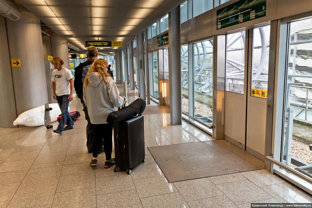 Dusseldorf airport sky train, tramway, Дюссельдорф аэропорт небесный поезд, трамвай