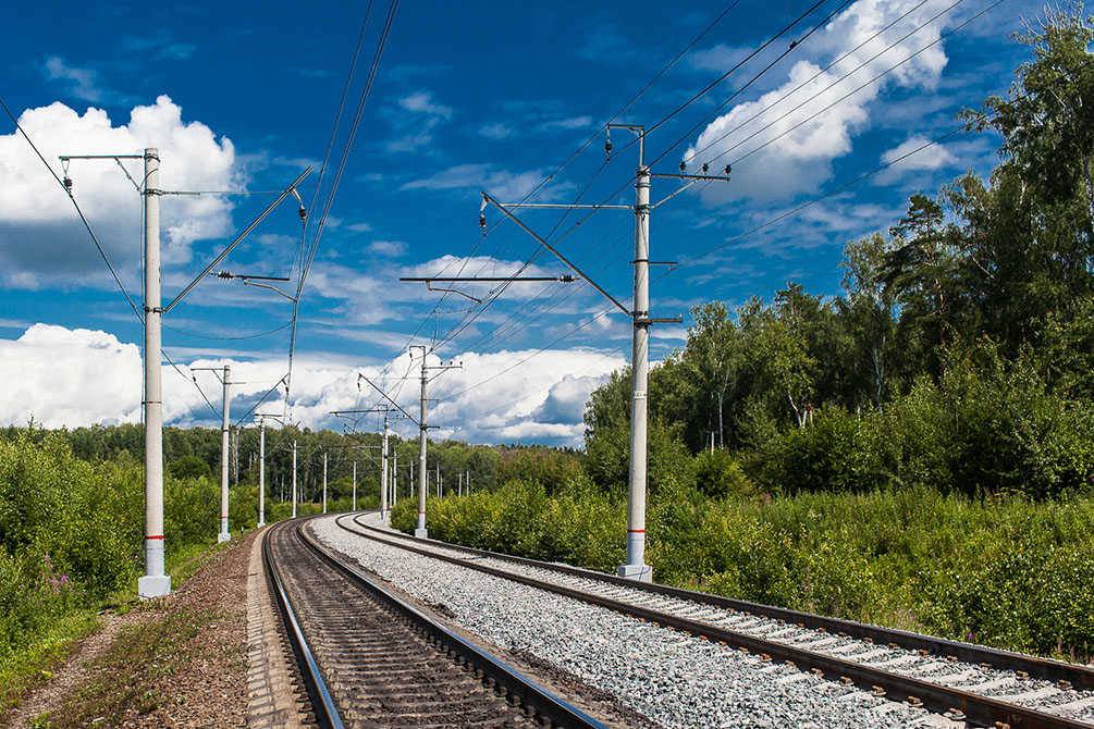 Лето, железная дорога, электрички